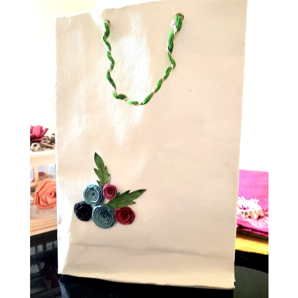 WHITE PAPER BAGS WITH QUILLED FLOWER