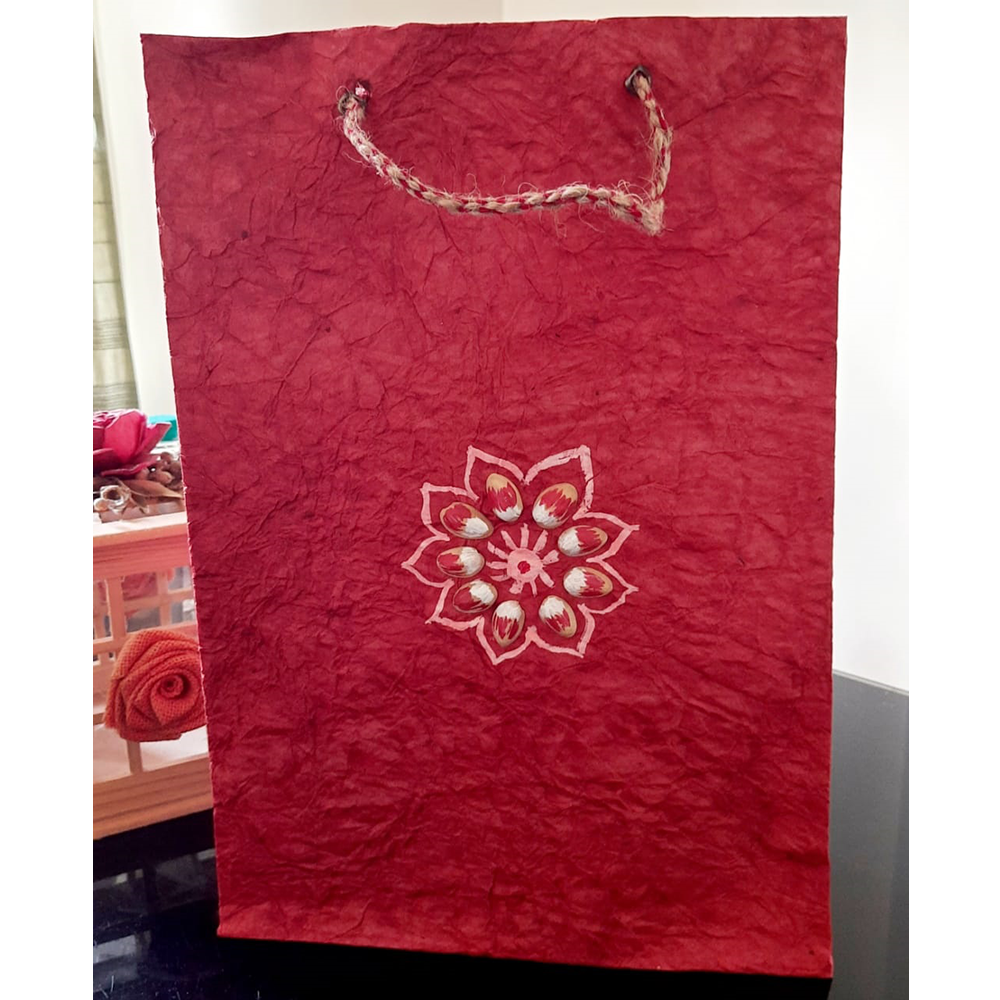 RED WITH NUTSHELL FLOWER PAPER BAG