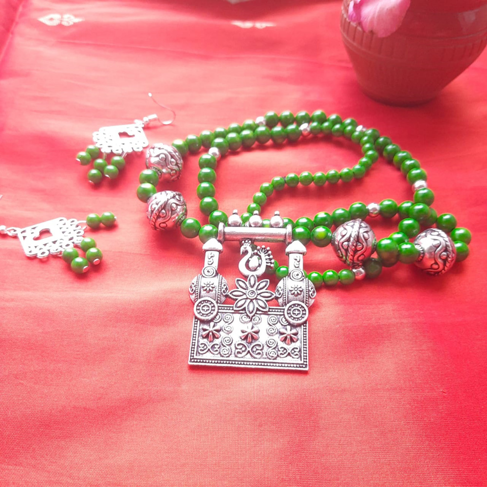 GREEN BEADS AND SILVER ALLOY NECKLACE AND EARRING SET